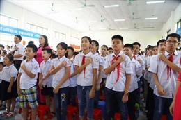 Xúc động lễ khai giảng đặc biệt ở trường hát Quốc ca bằng tay