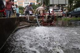 Viwaco súc xả miễn phí bể nước bị nhiễm mùi lạ cho dân cư