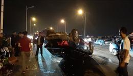 Tai nạn liên hoàn giữa 3 ô tô trên cầu Vĩnh Tuy