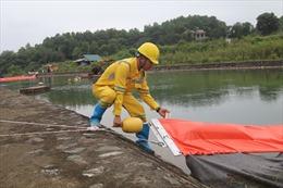 Tiếp tục xử lý môi trường tại nhà máy nước sạch sông Đà sau sự cố ô nhiễm dầu
