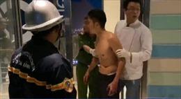 Giải cứu thanh niên biểu hiện ngáo đá định nhảy từ tầng 23