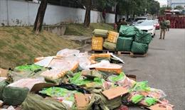 Bắt giữ 2 xe container hàng đông lạnh từ Trung Quốc