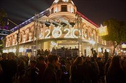 Người dân Thủ đô xuống phố đón chào năm mới 2020