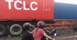Tránh đoạn đường ngập nước, một người bị xe container cán chết