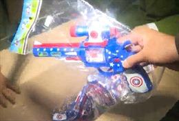 Quảng Bình bắt vụ vận chuyển hơn 25.000 khẩu súng nhựa