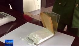 Nghệ An bắt giữ vụ vận chuyển 5 bánh heroin, 1.000 viên ma túy