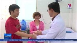 Hai cha con bệnh nhân người Trung Quốc nhiễm COVID-19 được xuất viện
