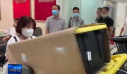 Bắt đường dây nhập lậu điện thoại, laptop tại sân bay Tân Sơn Nhất