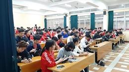 Sinh viên của gần 30 trường đại học đi học trở lại