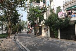 Đường phố Hà Nội vắng vẻ vì dịch COVID-19