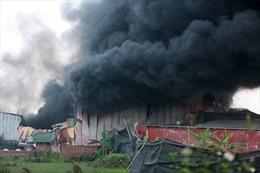 Hà Nội: Xưởng sản xuất két sắt rộng hơn 1.000 m2 cháy ngùn ngụt