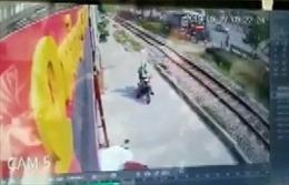 Cố vượt đường sắt, thanh niên bị tàu hỏa đâm tử vong