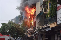 Dập tắt đám cháy tại số nhà 45 Hàng Ngang sau 30 phút