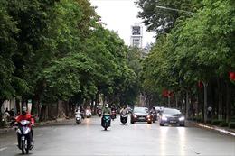 Ngày đầu tiên Hà Nội nới lỏng cách ly xã hội: Hàng quán mở lại, phố xá đông đúc người xe