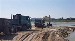 Doanh nghiệp ngang nhiên khai thác cát sau khi bị thu hồi giấy phép