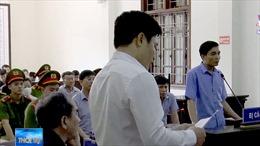 Tranh tụng vụ gian lận điểm thi tại Hòa Bình
