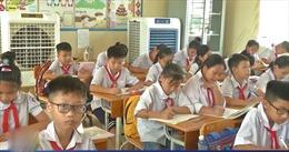 Tìm cách chống nóng cho học sinh
