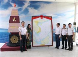 Tiếp nhận bức Hải đồ Việt Nam tại Làng Văn hóa - Du lịch các dân tộc Việt Nam