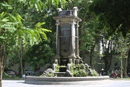 Đài phun nước cổ nhất Hà Nội xuống cấp