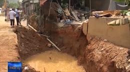 Sập bờ kè đất tại Yên Bái, 2 người thương vong