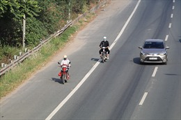 CSGT Hà Nội lập chốt xử lý xe máy đi trên đại lộ Thăng Long