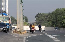 Hàng loạt mô tô xe máy đi vào đường cao tốc, quay đầu bỏ chạy khi gặp CSGT