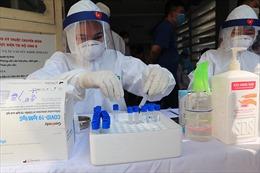 Hà Nội bắt đầu xét nghiệm sàng lọc bệnh nhân COVID-19 với những người vừa về từ Đà Nẵng