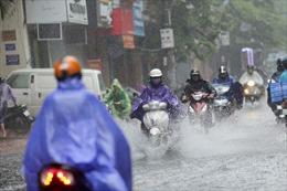Dự báo Hà Nội có mưa dông, ảnh hưởng đến việc đi lại của thí sinh thi vào lớp 10