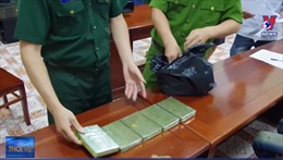 Sơn La: Bắt quả tang 4 đối tượng người Lào mua bán, vận chuyển trái phép 10 bánh heroin