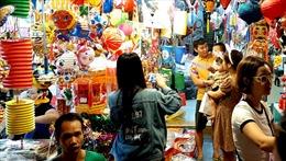 Hà Nội: Nhiều người đổ lên Hàng Mã vui Trung thu sớm