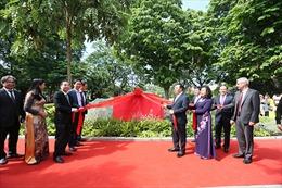Gắn biển công trình xây dựng, cải tạo, chỉnh trang khu vực xung quanh hồ Hoàn Kiếm