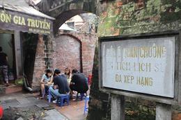 Di tích Ô Quan Chưởng bị lấn chiếm thành quán ăn, chỗ để xe