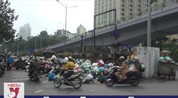 Hà Nội sẽ lựa chọn lại nhà thầu thu gom rác