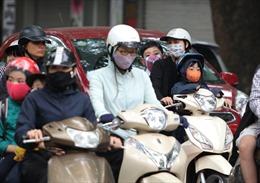 Người Hà Nội trong không khí lạnh nhất từ đầu mùa