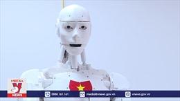 Robot Việt Nam biết giải toán, đọc thơ