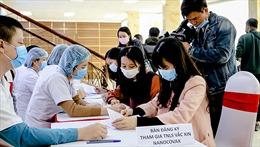 Tình nguyện viên tin tưởng vắc xin COVID -19 'made in Việt Nam'