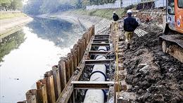 Lắp cống ngầm thu gom nước thải dọc sông Tô Lịch