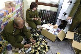 Hà Nội: Thu giữ hàng nghìn điếu thuốc lá điện tử và hàng chục bình 'khí cười'