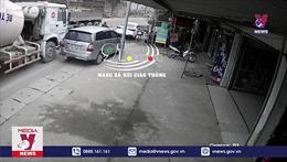 Đỗ xe bừa bãi dưới lòng đường gây nguy hiểm