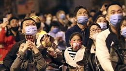 Người dân Thủ đô đón năm mới Tân Sửu không quên phòng dịch COVID-19