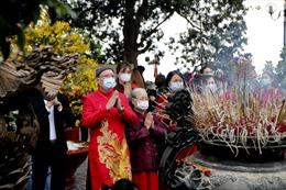 Người dân chấp hành tốt biện pháp phòng, chống dịch COVID-19 tại các đền, chùa