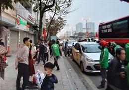 Xe dù bắt khách dọc đường, nguy cơ lây nhiễm COVID-19 cao