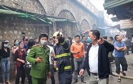 Cháy lớn phố Gầm Cầu, nhiều người dân hoảng loạn