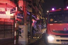 Nửa đêm cháy lớn nhà trong phố cổ Hà Nội