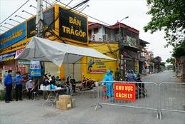 Hàng trăm hộ dân xã Tô Hiệu ngừng kinh doanh vì phải cách ly y tế