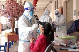 Hà Nội: Xét nghiệm COVID-19 cho toàn bộ tiểu thương chợ Hà Đông để truy vết F0