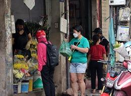 Chợ dân sinh tấp nập, tuân thủ phòng chống dịch trong ngày đầu Hà Nội nới lỏng giãn cách
