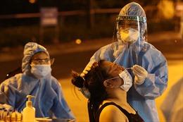 Khẩn trương truy vết F0 trong đêm tại ổ dịch phường Việt Hưng