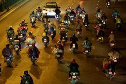 Công an Hà Nội tổ chức đón, dẫn đường cho người dân đi xe máy từ phía Nam về quê