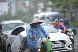 Thời tiết ngày 12/9: Bắc Bộ mưa dông, Trung Bộ nắng nóng